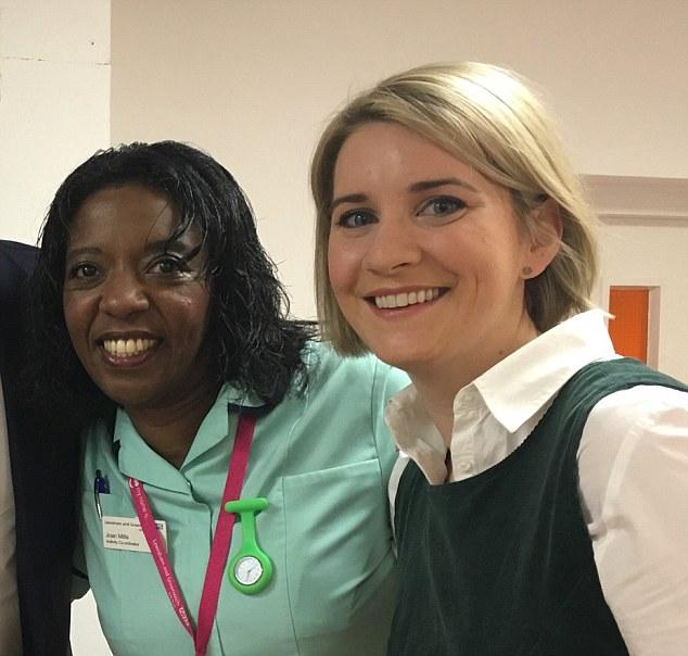 La Dott.ssa Zoe Davis, sulla destra, insieme alla collega e amica Joan Mills. Photo Source: http://www.dailymail.co.uk/.